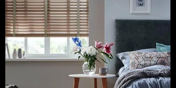 炸天的太阳能窗帘能产电