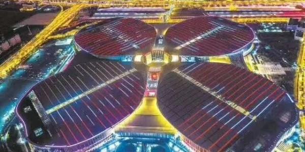首届国家进口博览会主会场电动舞台幕项目