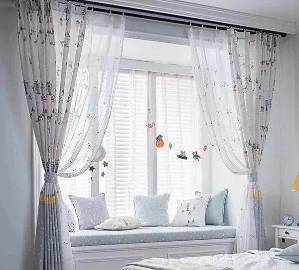 带飘窗卧室,窗帘应该安装在哪里?