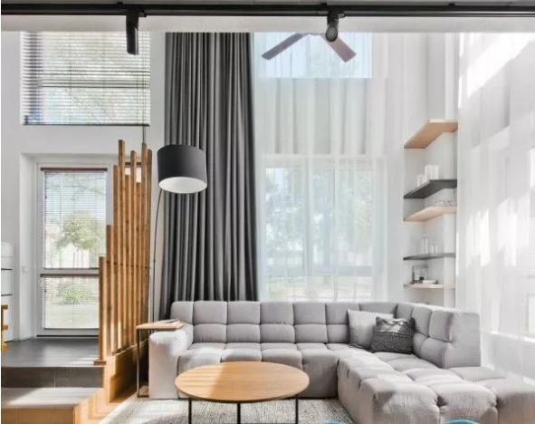 沙发上的窗帘与墙面颜色相近,窗帘的颜色该如何选择